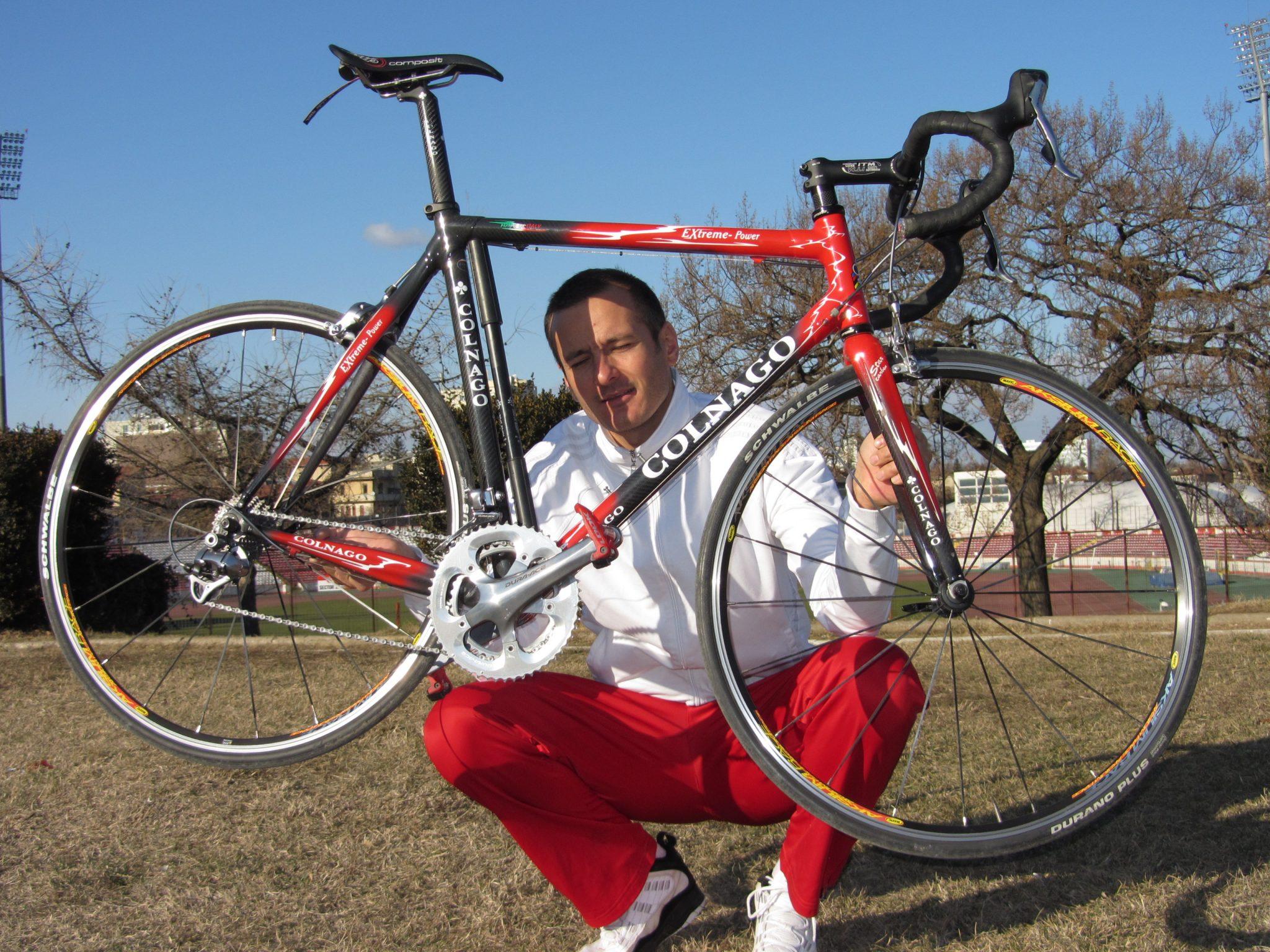 Bicicleta Colnago pe care se antrenează Alex pe timp de iarnă