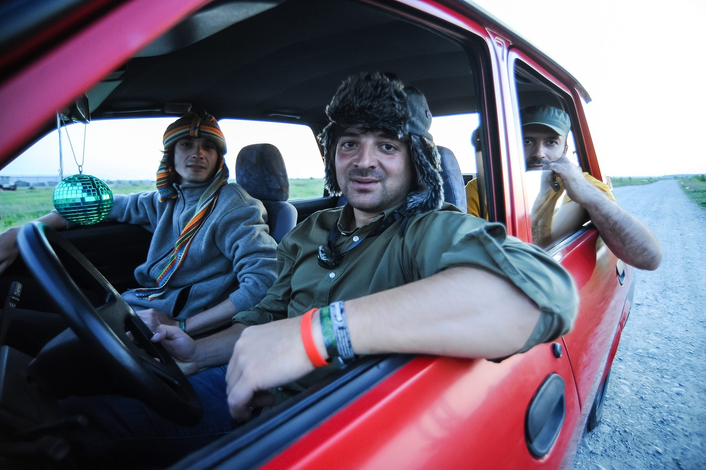 3 români pleacă cu o Dacie până-n Mongolia, într-o expediție umanitară