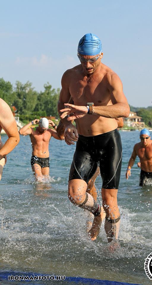 Mugurel Fratila, la proba de inot in cadrul Ironman, la concursul de la Nagyatad, Ungaria, 2013