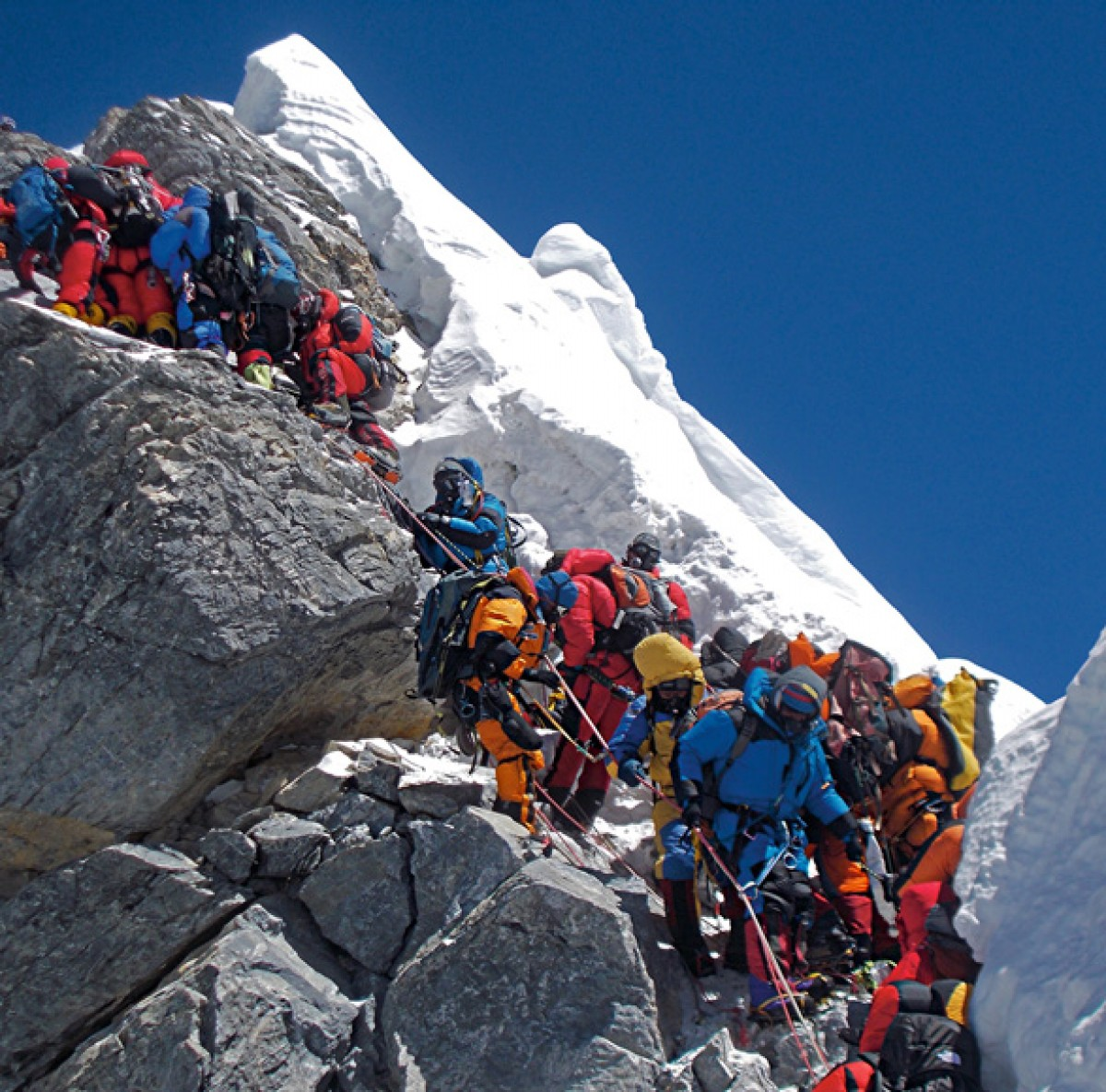 Rută nouă spre Everest, după tragicul accident din 2014