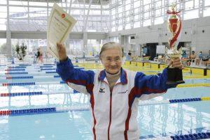Mieko Nagaoka, Matsuyama, Japonia, 2015 Sursă foto: CNN Mieko Nagaoka a înotat 1,500 de metri într-o oră și 15 minute.