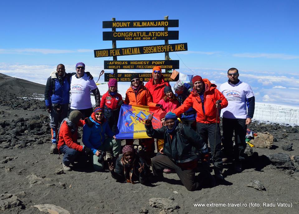 Premieră: cea mai mare comunitate românească pe acoperișul Africii – Kilimajaro