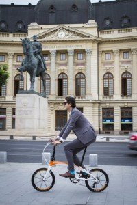 Vlad Maris, tinuta toamna primavara pe bicicleta pliabila Sport Guru3