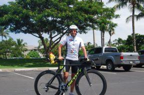 1-Mihai-si-bicicleta-lui-de-cursa,-Scott-Plasma–Team-Issue,-de-la-Bicishop,-inainte-sa-plece-la-antrenament-pe-traseul-Campionatului-Mondial-Ironman,-in-Hawaii
