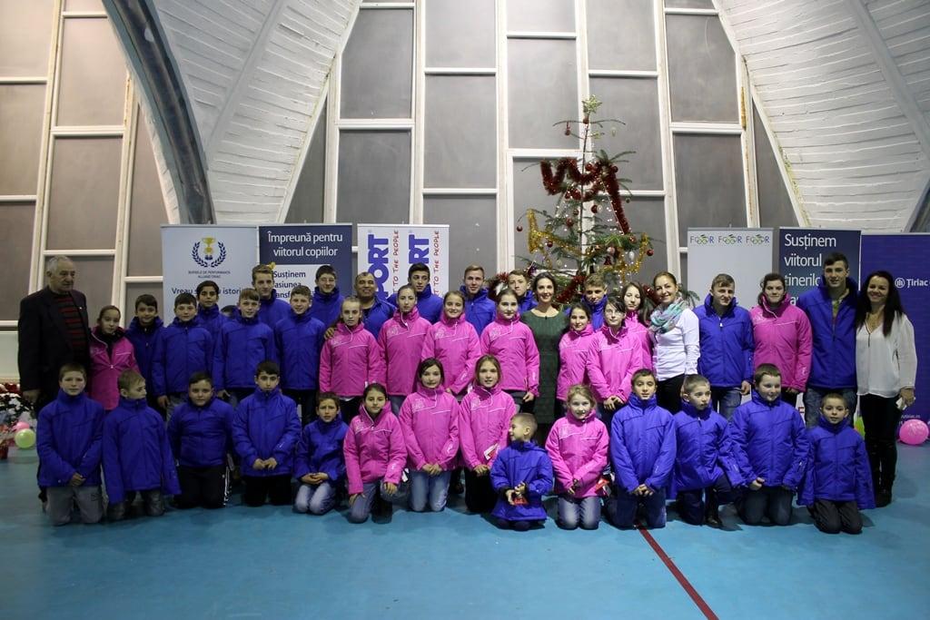 Fundația Olimpică Română a premiat sportivii juniori de la lupte libere din Onești și Berzunți