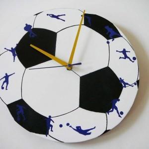 Ceas de perete personalizat – 150 lei http://inspirel.ro/produs/ceas-de-perete-minge-de-fotbal/