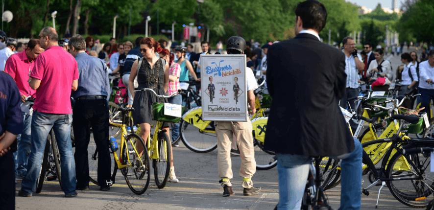 Business pe Bicicletă – mai 2016: sute de bicicliști pedalează la costum pe arterele principale ale Bucureștiului!