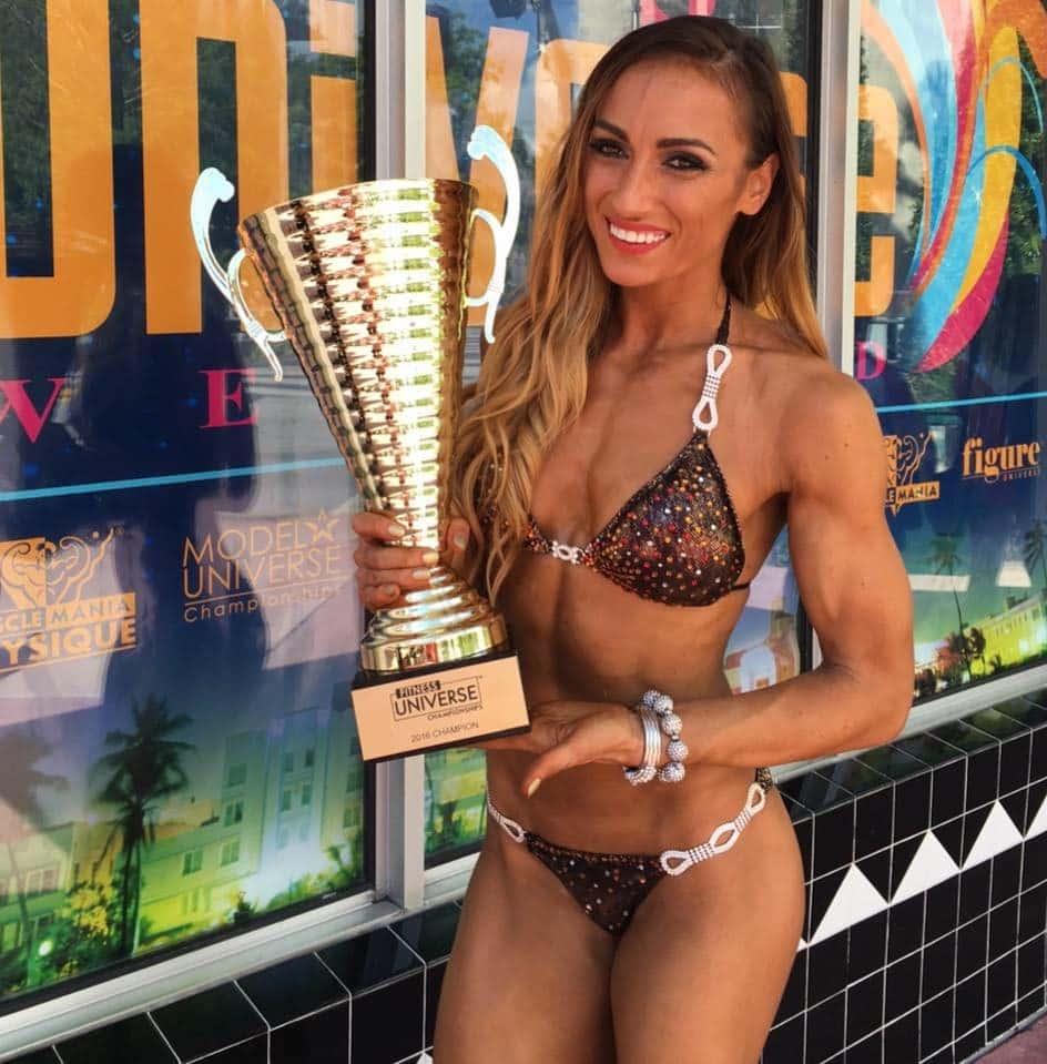 Anca Bucur câştigă al 4-lea titlu mondial şi este desemnată Miss Fitness Universe 2016 !