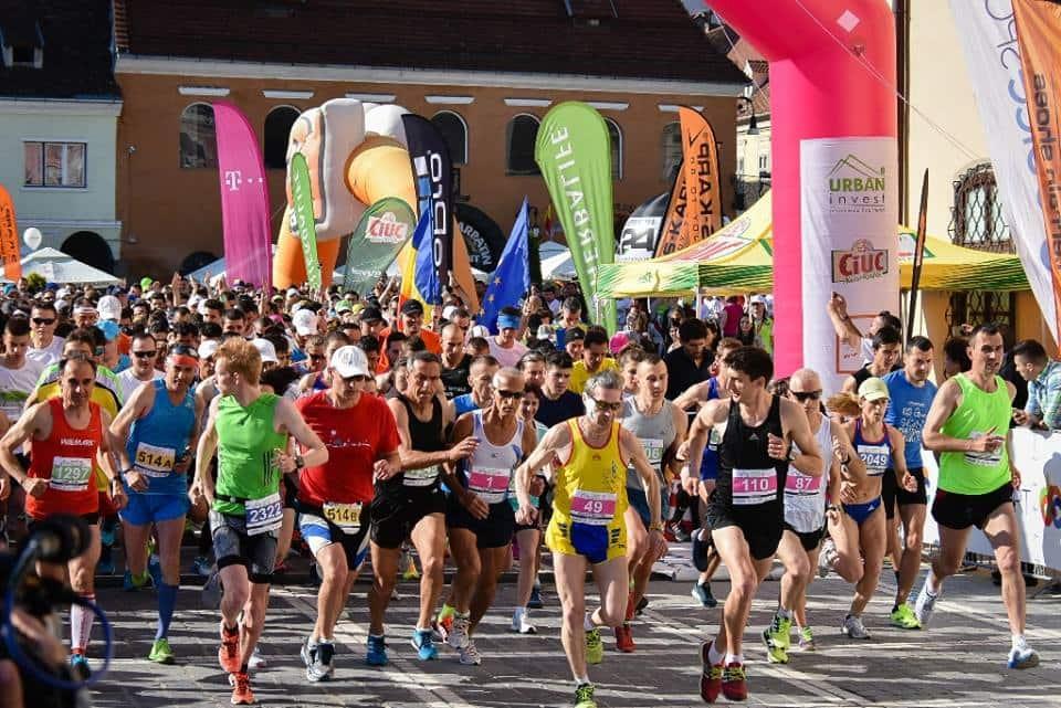 Au fost peste 1.800 de alergători la Maratonul Internațional Brașov