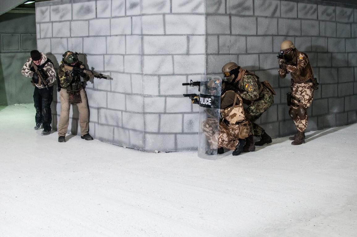 Străinii vin la noi să joace Airsoft Counter-Strike