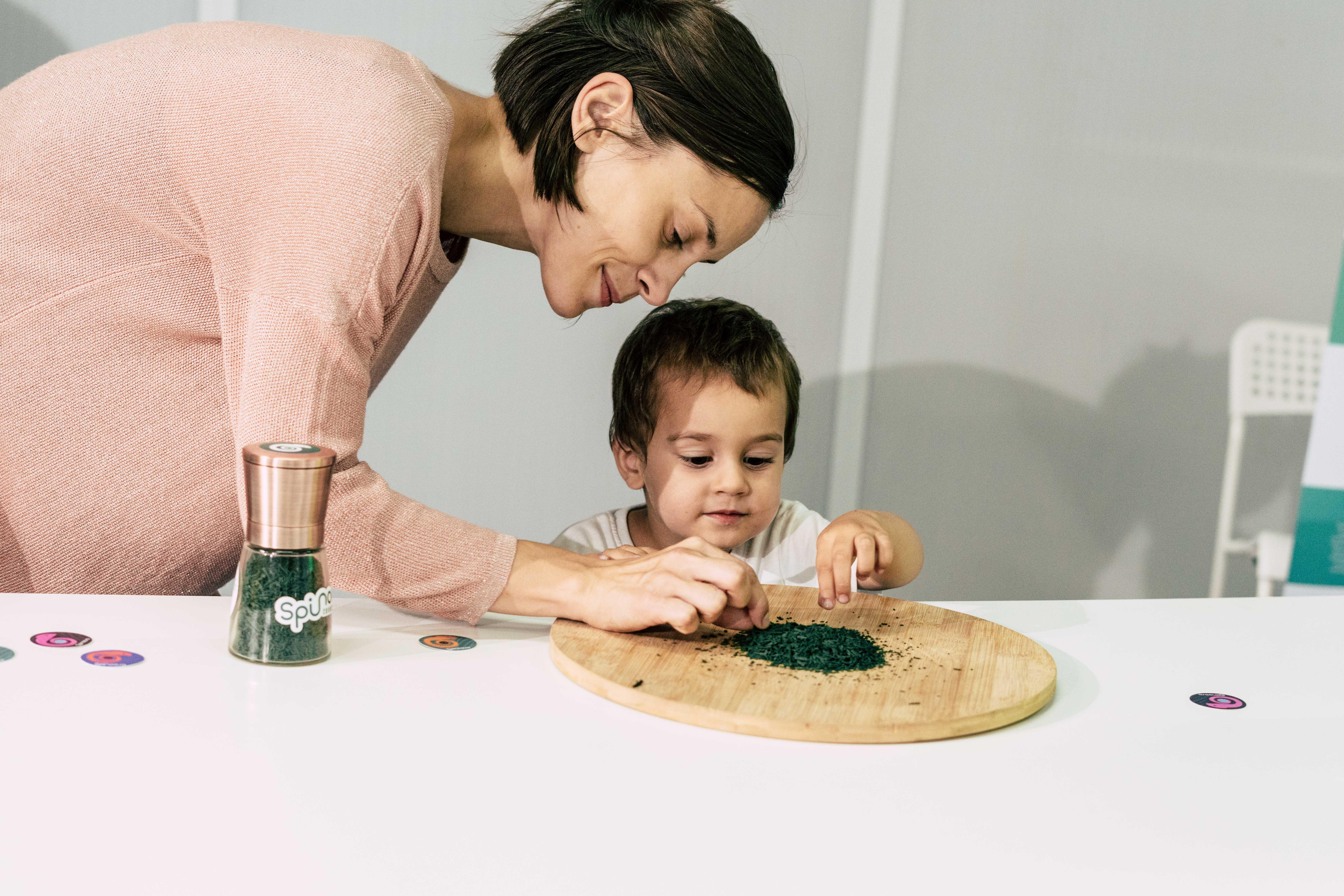 INOVAȚIE: minifermă de spirulină artizanală pentru acasă