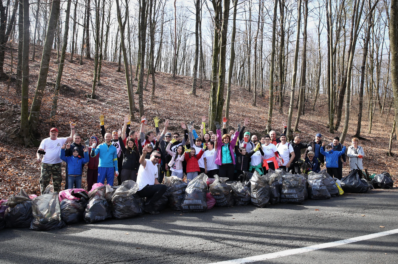 Plogging pentru România, ediția 3:  curățăm pădurile de gunoaie prin sport!